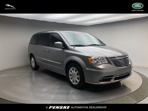 Pre-Owned 2016 Chrysler Town & Country 4dr Wagon Touring